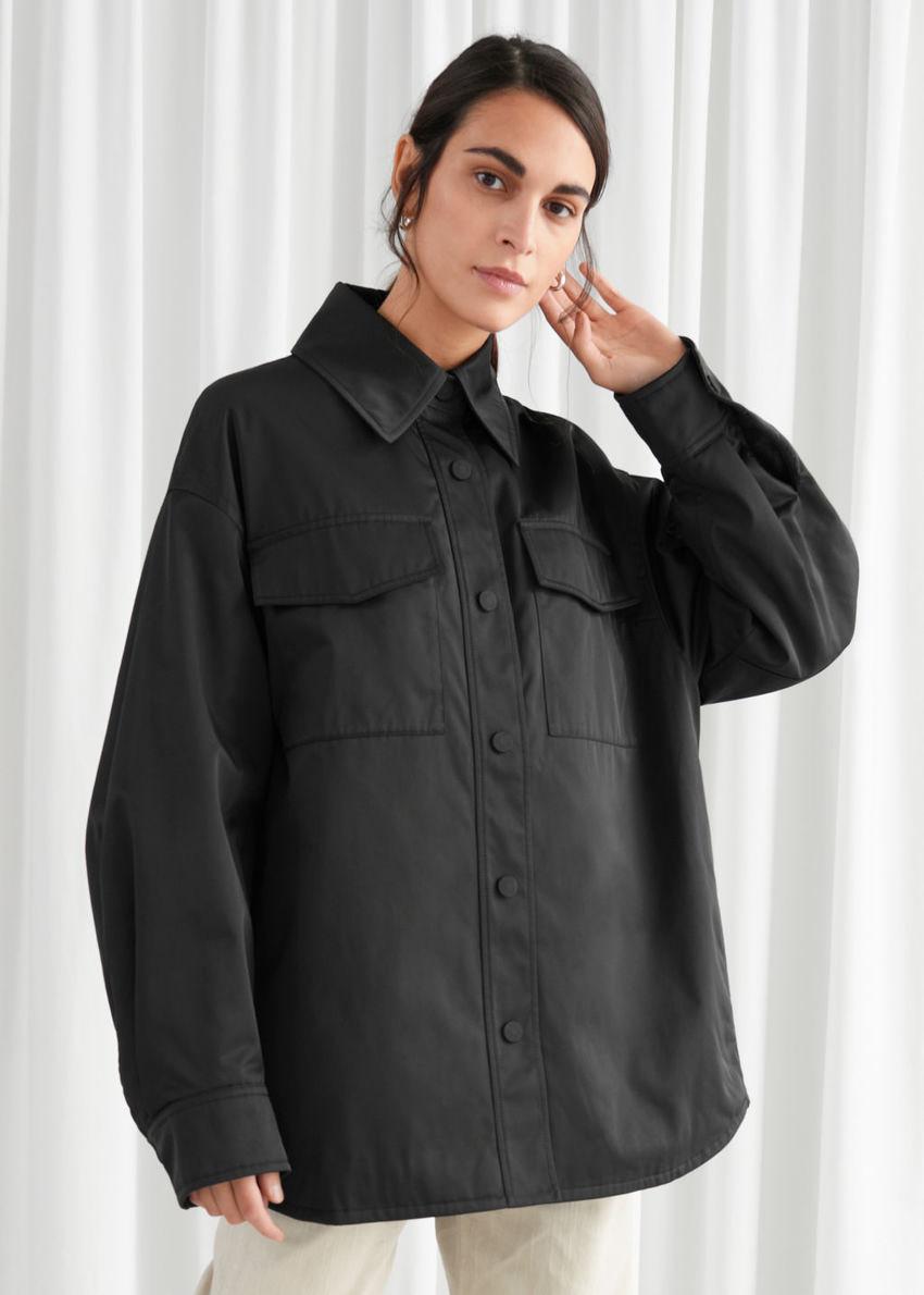 앤아더스토리즈 오버사이즈 패디드 테크니컬 재킷의 블랙컬러 ECOMLook입니다.