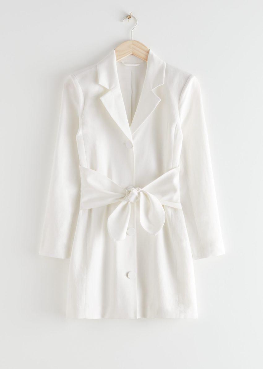 앤아더스토리즈 벨티드 블레이저 미니 드레스의 화이트컬러 Product입니다.