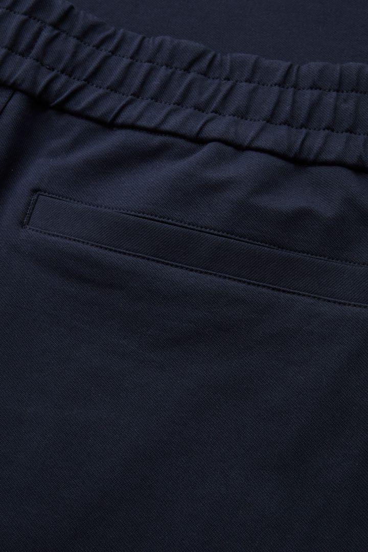 COS 오가닉 코튼 릴랙스드 와이드 레그 트라우저의 블루컬러 Detail입니다.