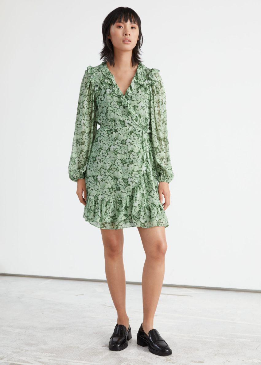 앤아더스토리즈 러플 미니 랩 드레스의 그린 프린트컬러 ECOMLook입니다.