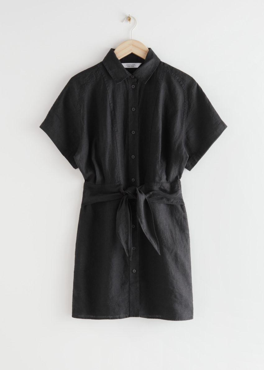 앤아더스토리즈 벨티드 리넨 미니 드레스의 블랙컬러 Product입니다.