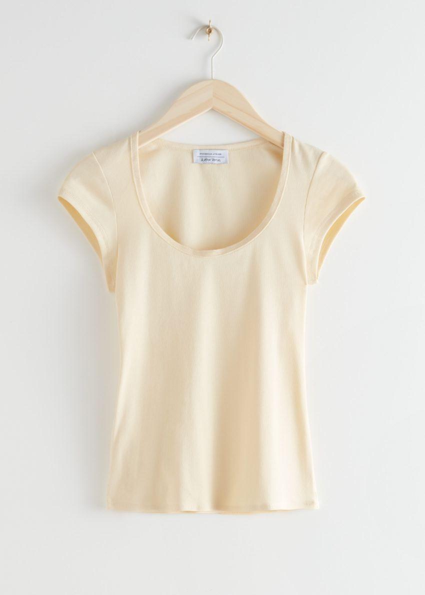 앤아더스토리즈 피티드 스쿠프 넥 티셔츠의 옐로우컬러 Product입니다.