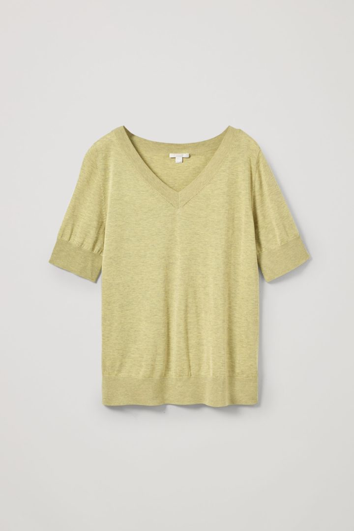 COS default image 1 of 옐로우 in 실크 니티드 브이넥 티셔츠