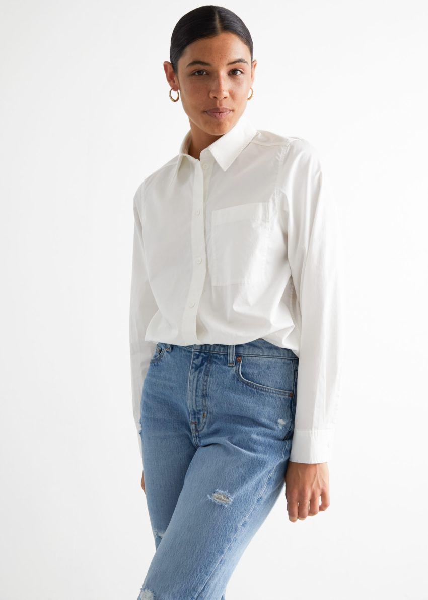 앤아더스토리즈 클래식 코튼 셔츠의 화이트컬러 ECOMLook입니다.