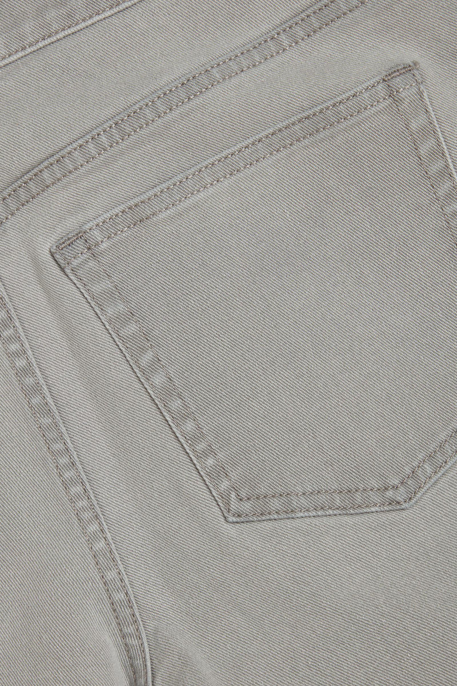 COS 슬림 레그 진의 그레이컬러 Detail입니다.