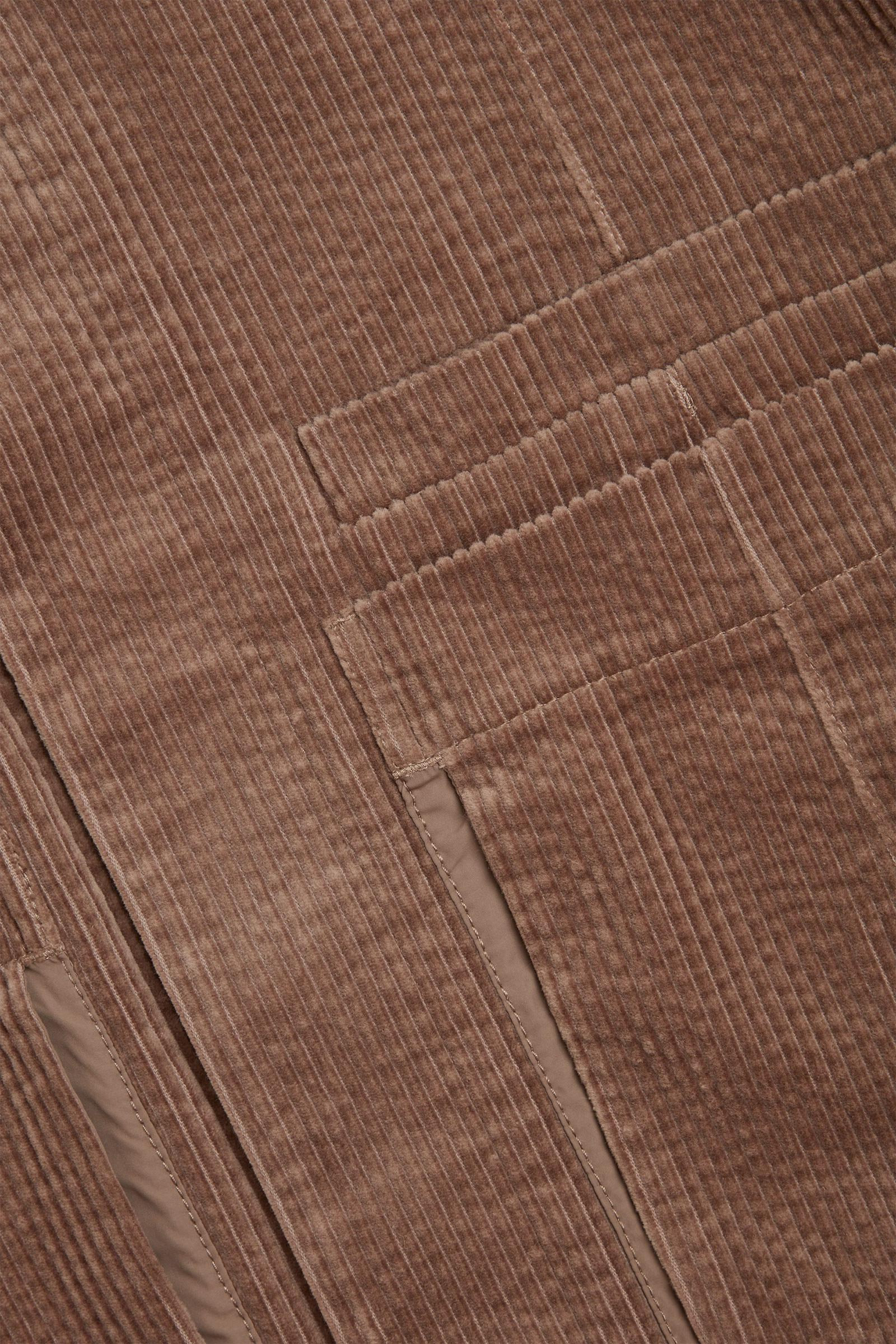 COS 코튼 코듀로이 클린 컷 재킷의 베이지컬러 Detail입니다.