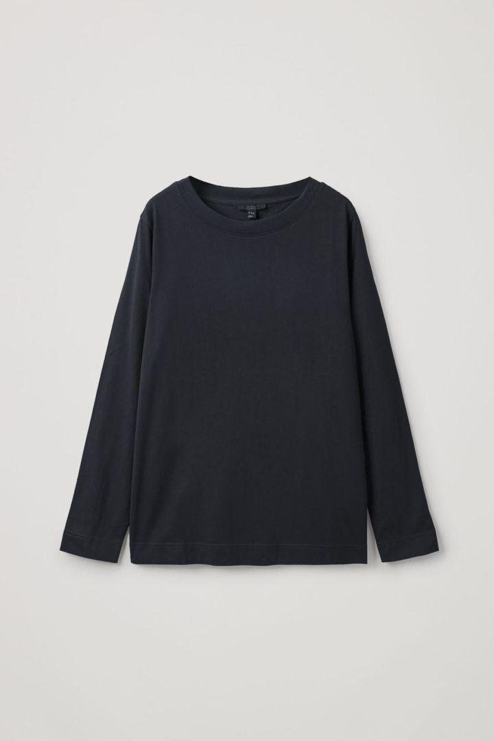 COS hover image 3 of 블랙 in 와이드 넥 롱 슬리브 티셔츠