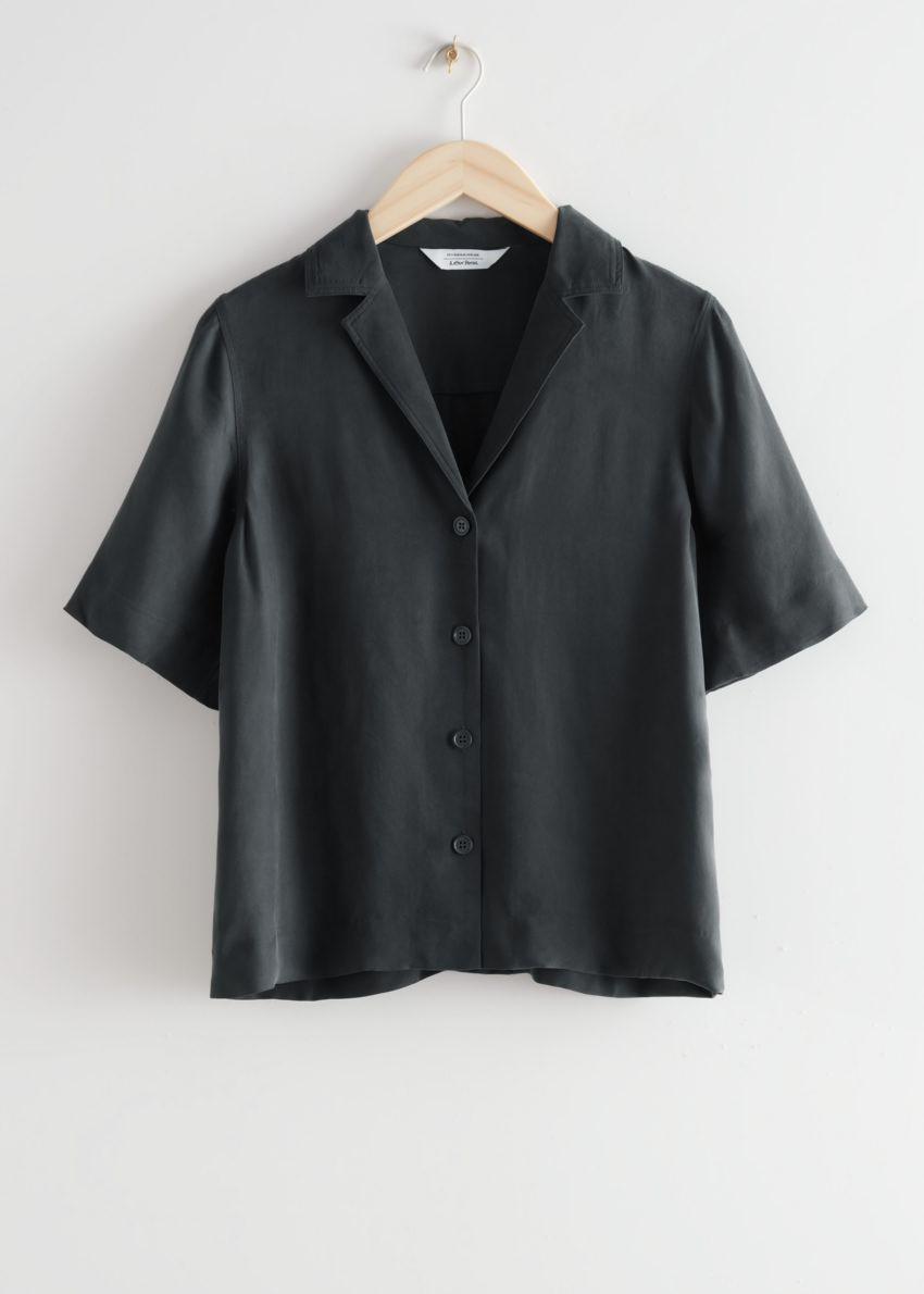 앤아더스토리즈 릴렉스드 버튼 업 볼링 셔츠의 블랙컬러 Product입니다.