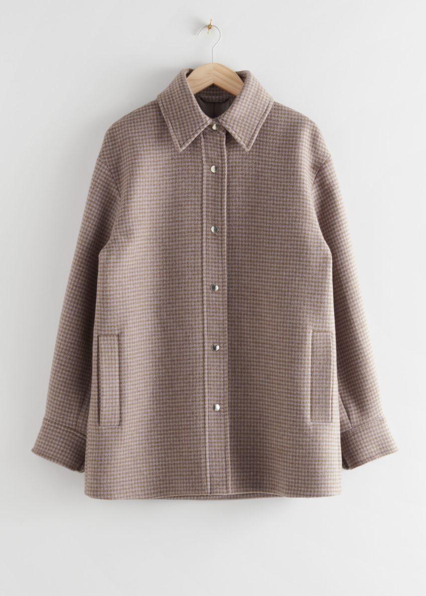 앤아더스토리즈 오버사이즈 셔츠 재킷의 카키 체크컬러 Product입니다.