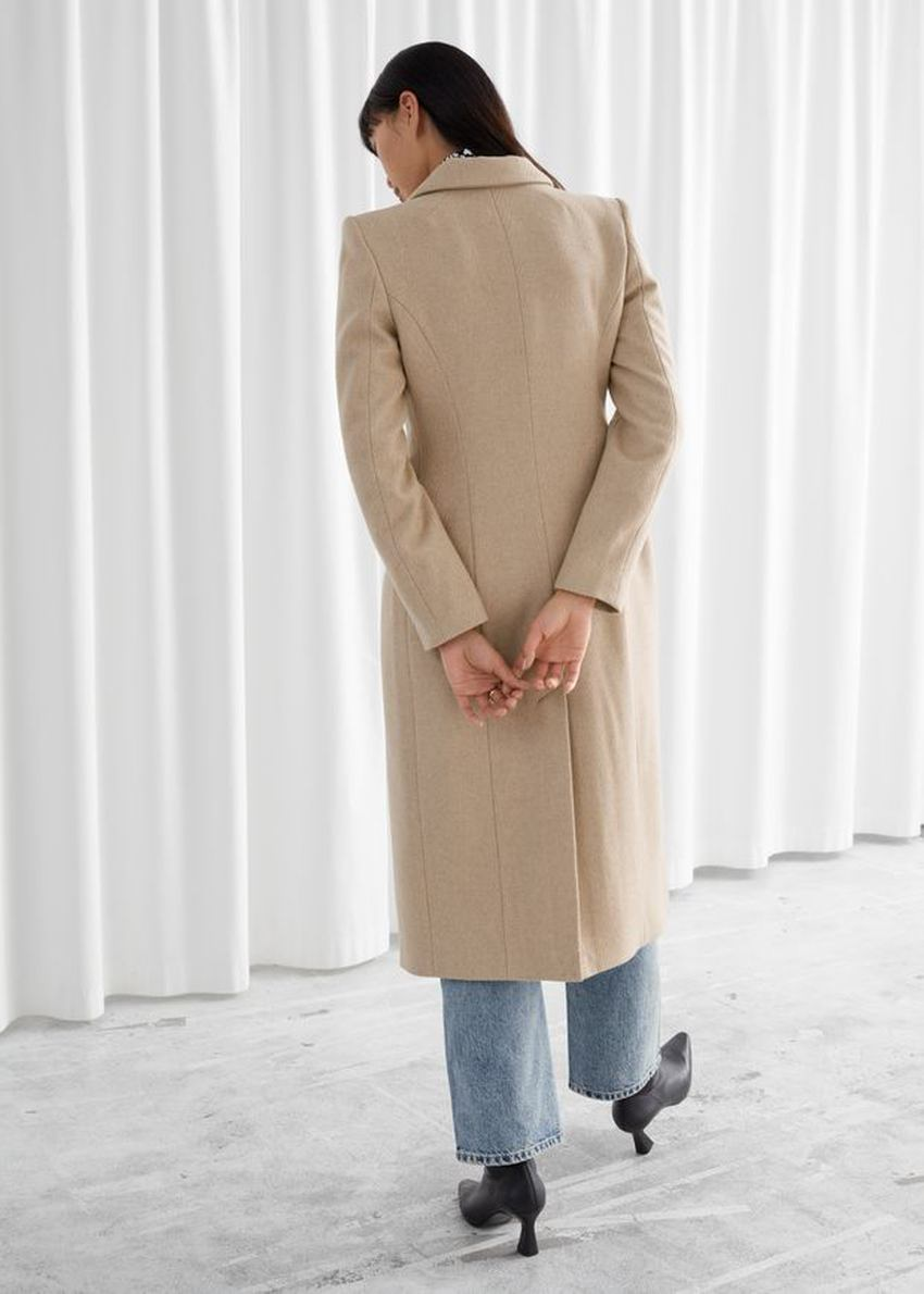 앤아더스토리즈 아우어글래스 울 블렌드 코트의 베이지컬러 ECOMLook입니다.