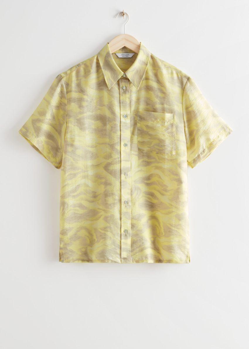 앤아더스토리즈 박시 버튼 업 셔츠의 옐로우 프린트컬러 Product입니다.