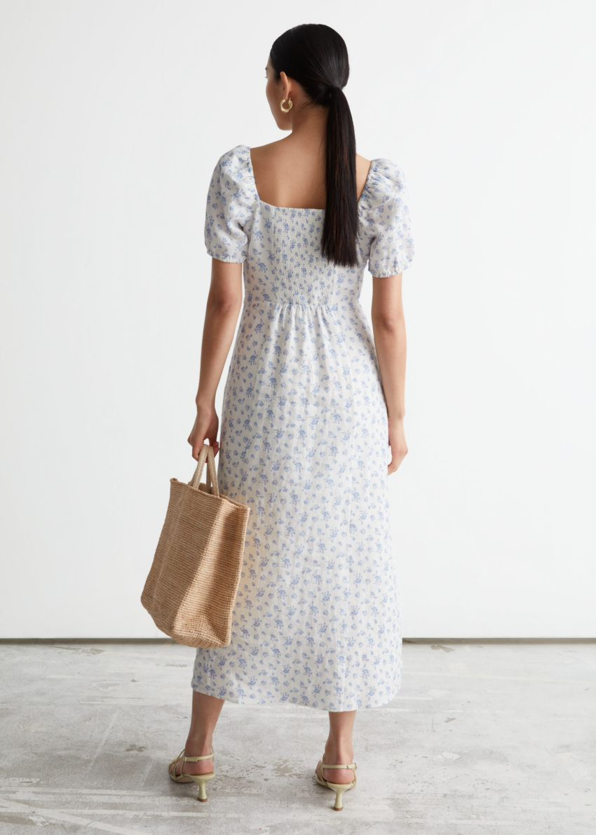 앤아더스토리즈 퍼프 슬리브 리넨 미디 드레스의 화이트 프린트컬러 ECOMLook입니다.