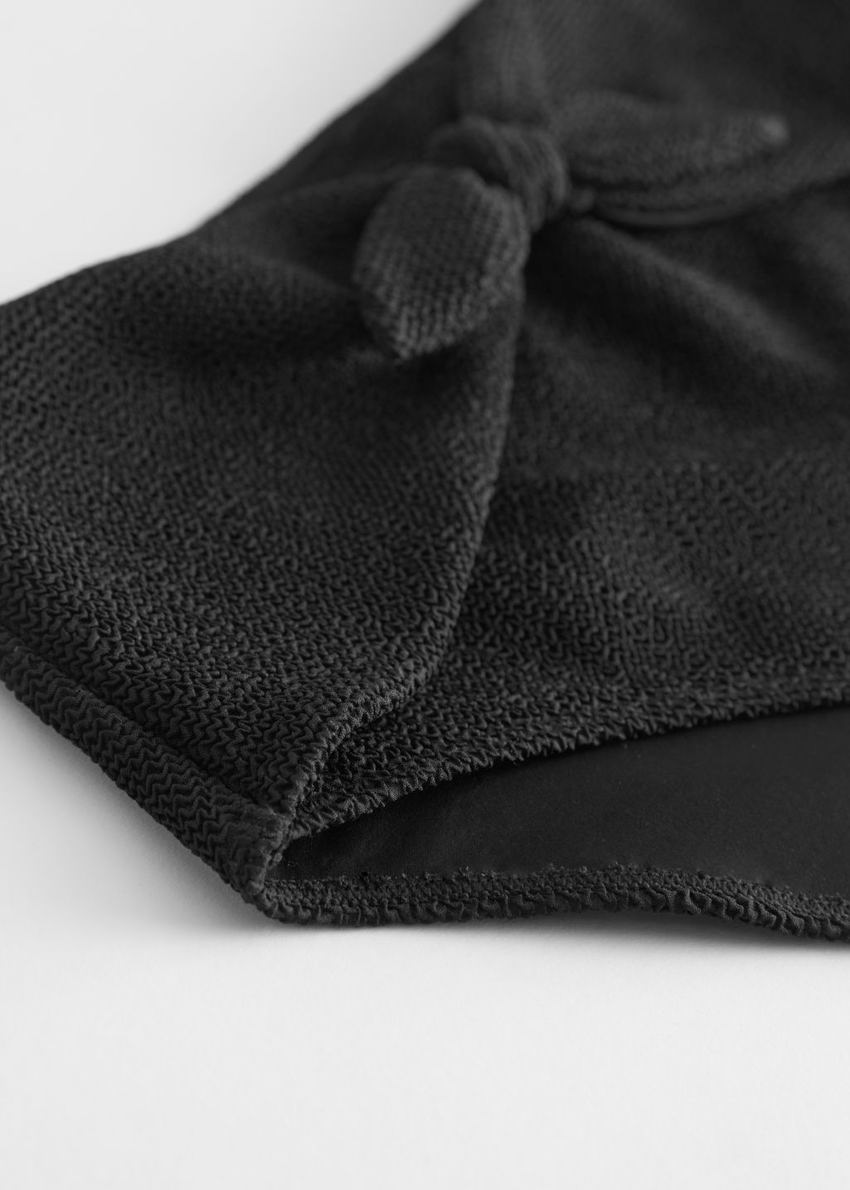 앤아더스토리즈 하이 웨이스트 매듭 타이 비키니 보텀의 블랙컬러 Detail입니다.