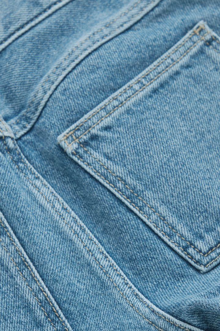 COS 스트레이트 오가닉 코튼 진의 블루컬러 Detail입니다.