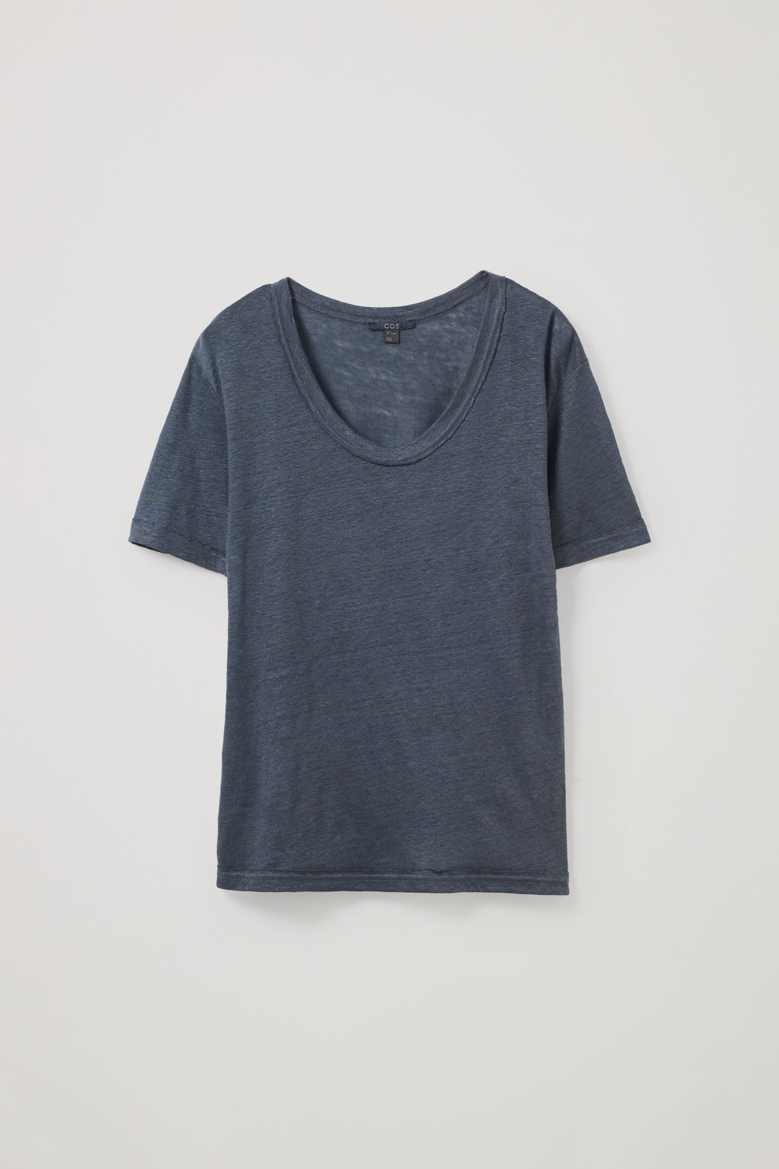 COS 로 엣지 리넨 티셔츠의 다크 그레이컬러 Product입니다.