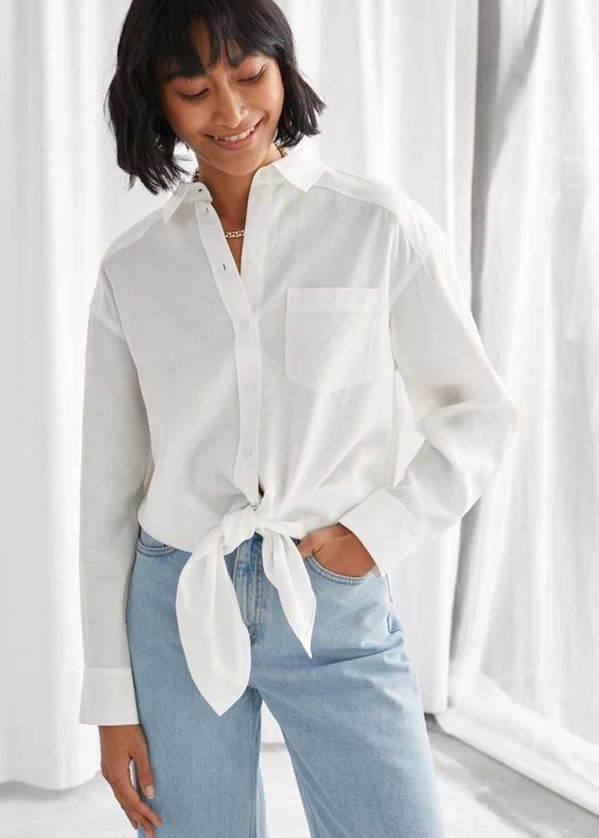 앤아더스토리즈 오버사이즈 매듭 셔츠의 화이트컬러 ECOMLook입니다.