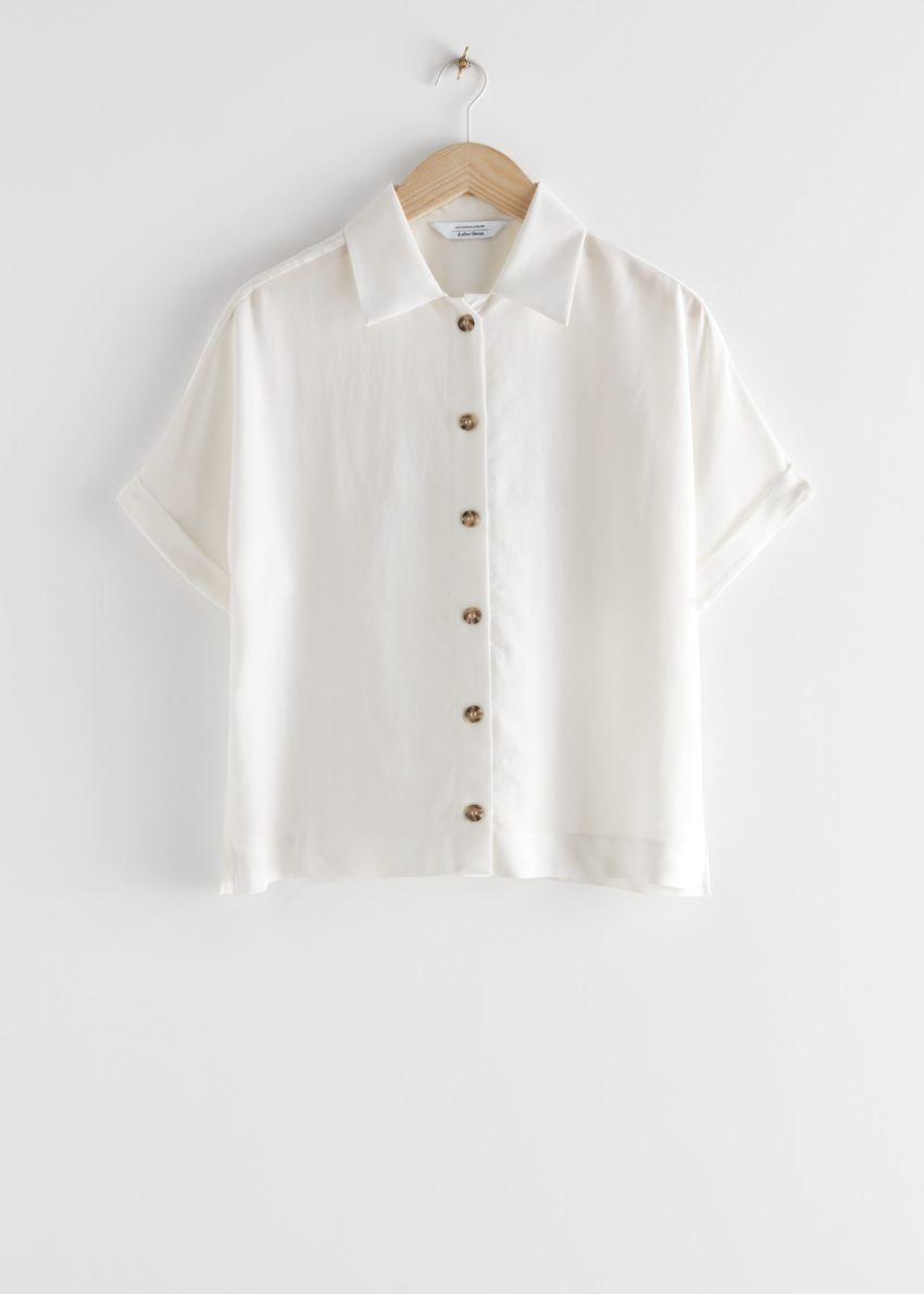 앤아더스토리즈 박시 쇼트 슬리브 셔츠의 화이트컬러 Product입니다.
