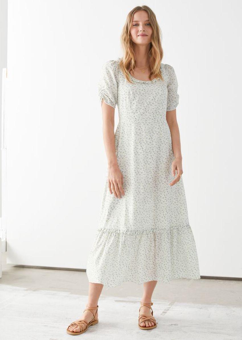 앤아더스토리즈 퍼프 슬리브 스쿠프 넥 미디 드레스의 화이트 플로럴컬러 ECOMLook입니다.