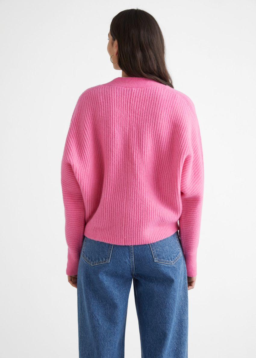 앤아더스토리즈 볼류미너스 울 블렌드 립 니트 가디건 의 핑크컬러 ECOMLook입니다.