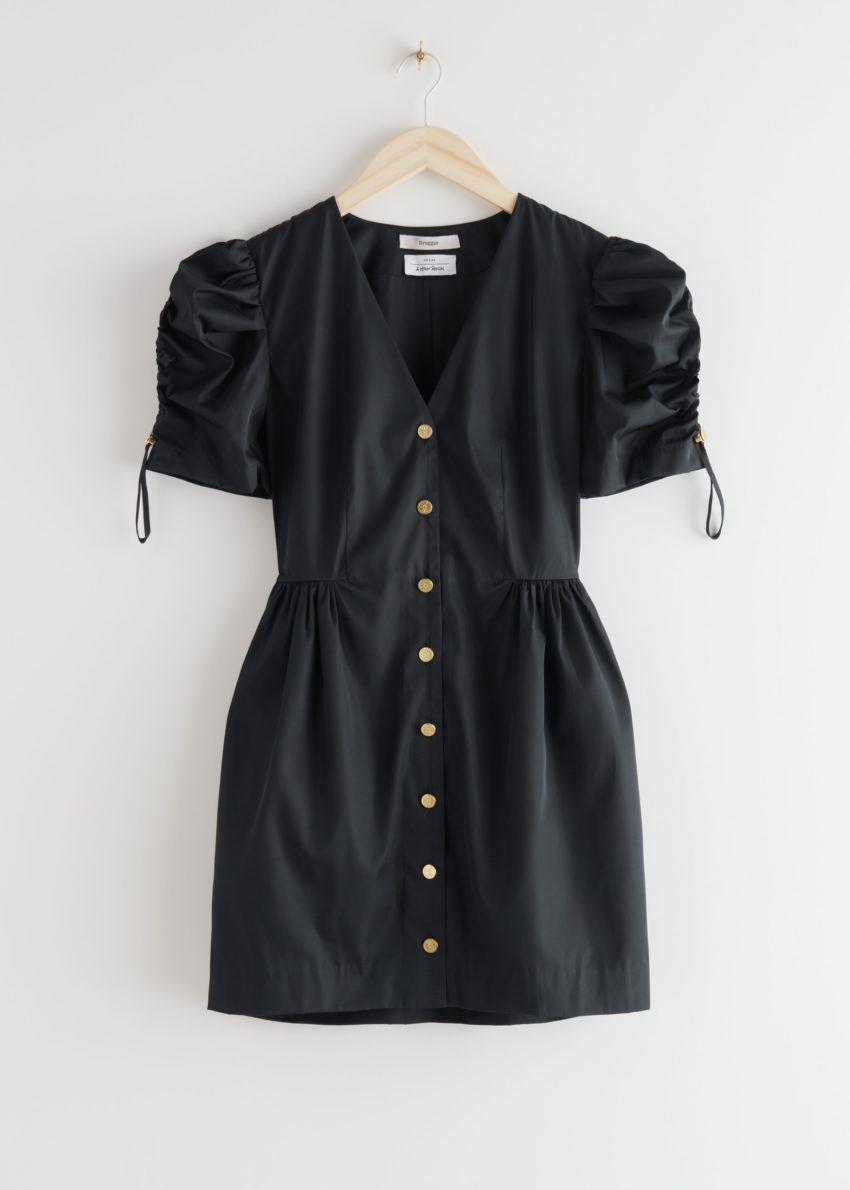 앤아더스토리즈 골드 버튼 퍼프 슬리브 미니 드레스의 블랙컬러 Product입니다.