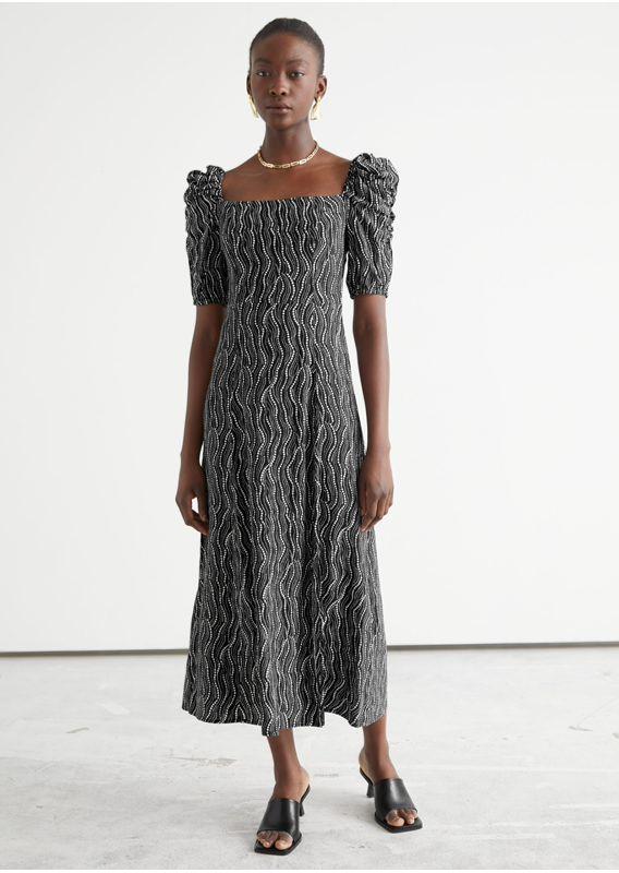 &OS image 31 of 블랙 in 퍼프 숄더 크레이프 미디 드레스