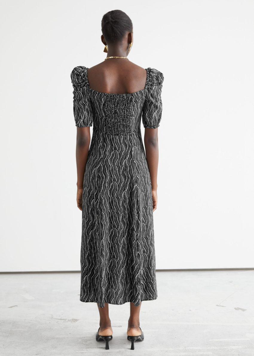 앤아더스토리즈 퍼프 숄더 크레이프 미디 드레스의 블랙 프린트컬러 ECOMLook입니다.