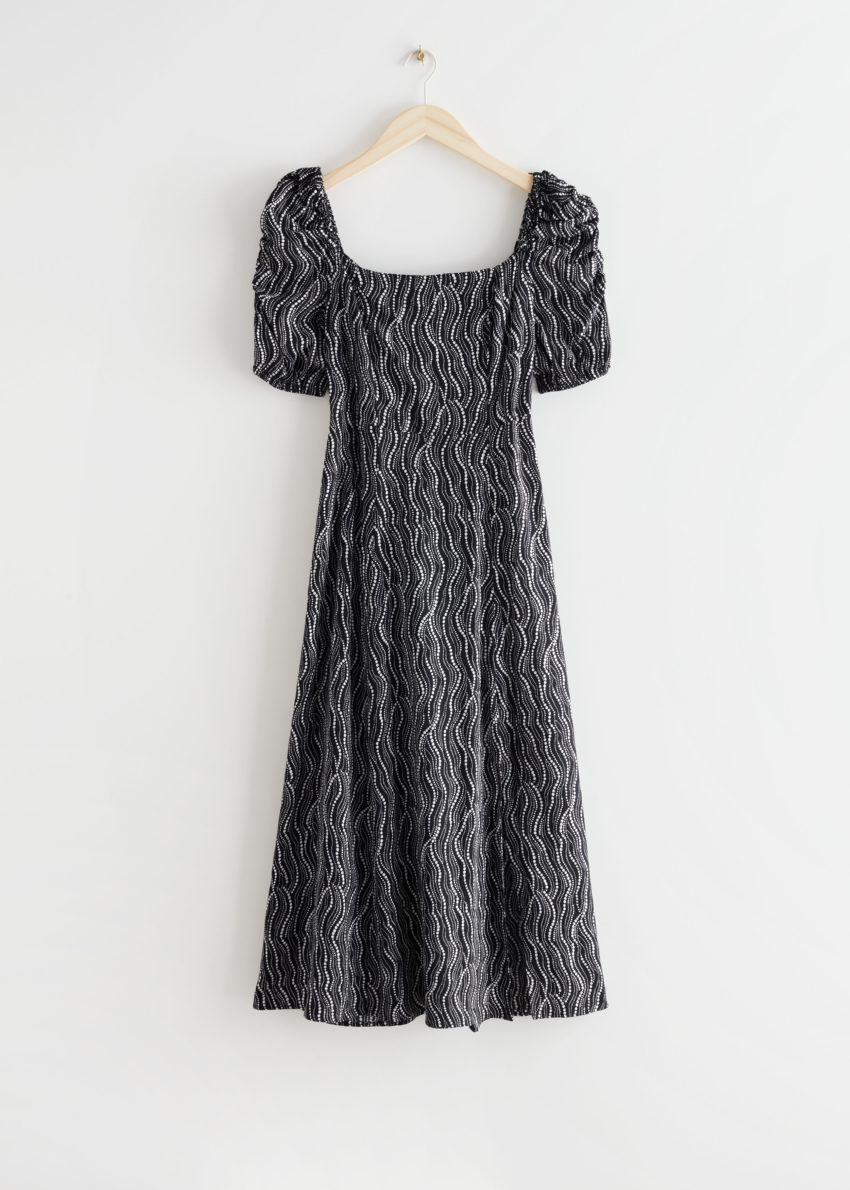 앤아더스토리즈 퍼프 숄더 크레이프 미디 드레스의 블랙 프린트컬러 Product입니다.
