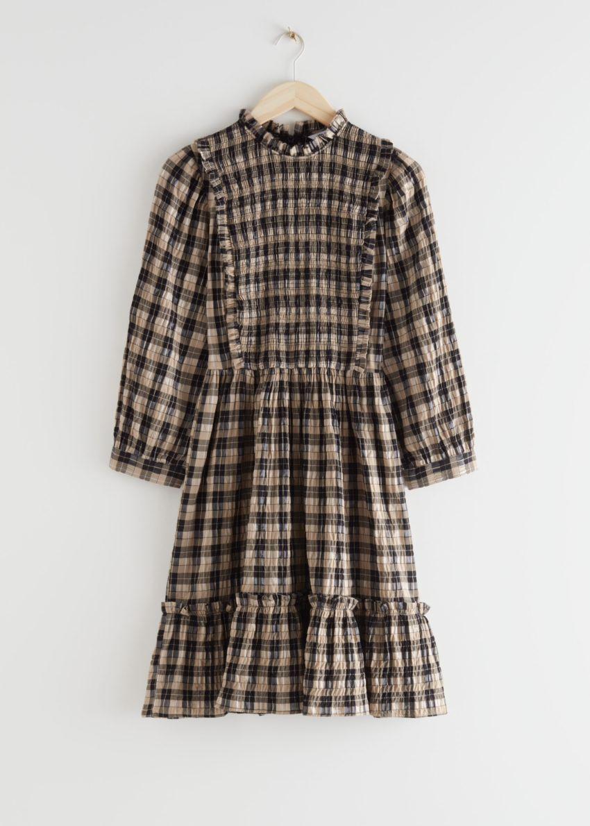 앤아더스토리즈 스모크 퍼프 슬리브 러플 미니 드레스의 베이지 체크컬러 Product입니다.