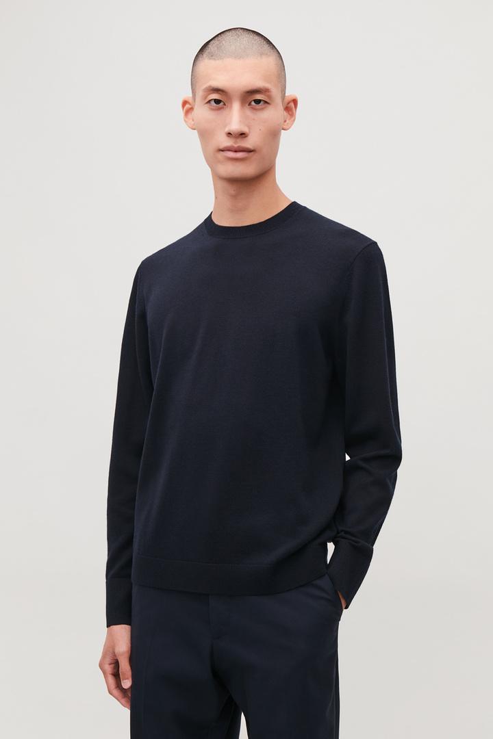 COS default image 12 of 블루 in 메리노 크루넥 스웨터