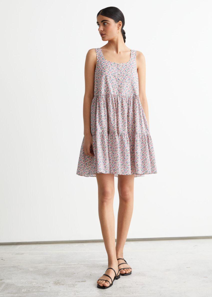 앤아더스토리즈 프린트 티어드 미니 드레스의 핑크 프린트컬러 ECOMLook입니다.