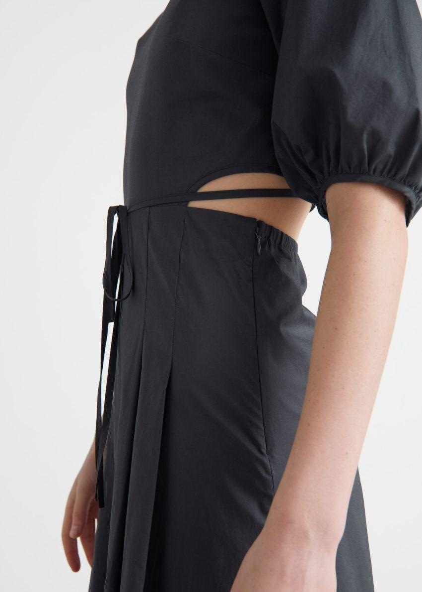 앤아더스토리즈 볼류미너스 컷 아웃 미디 드레스의 다크 그레이컬러 ECOMLook입니다.