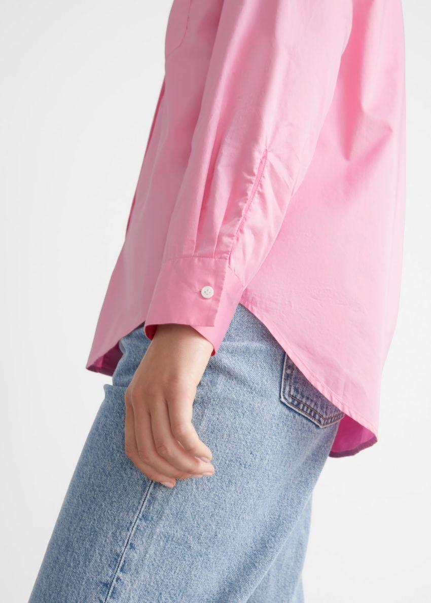 앤아더스토리즈 클래식 코튼 셔츠의 핑크컬러 ECOMLook입니다.
