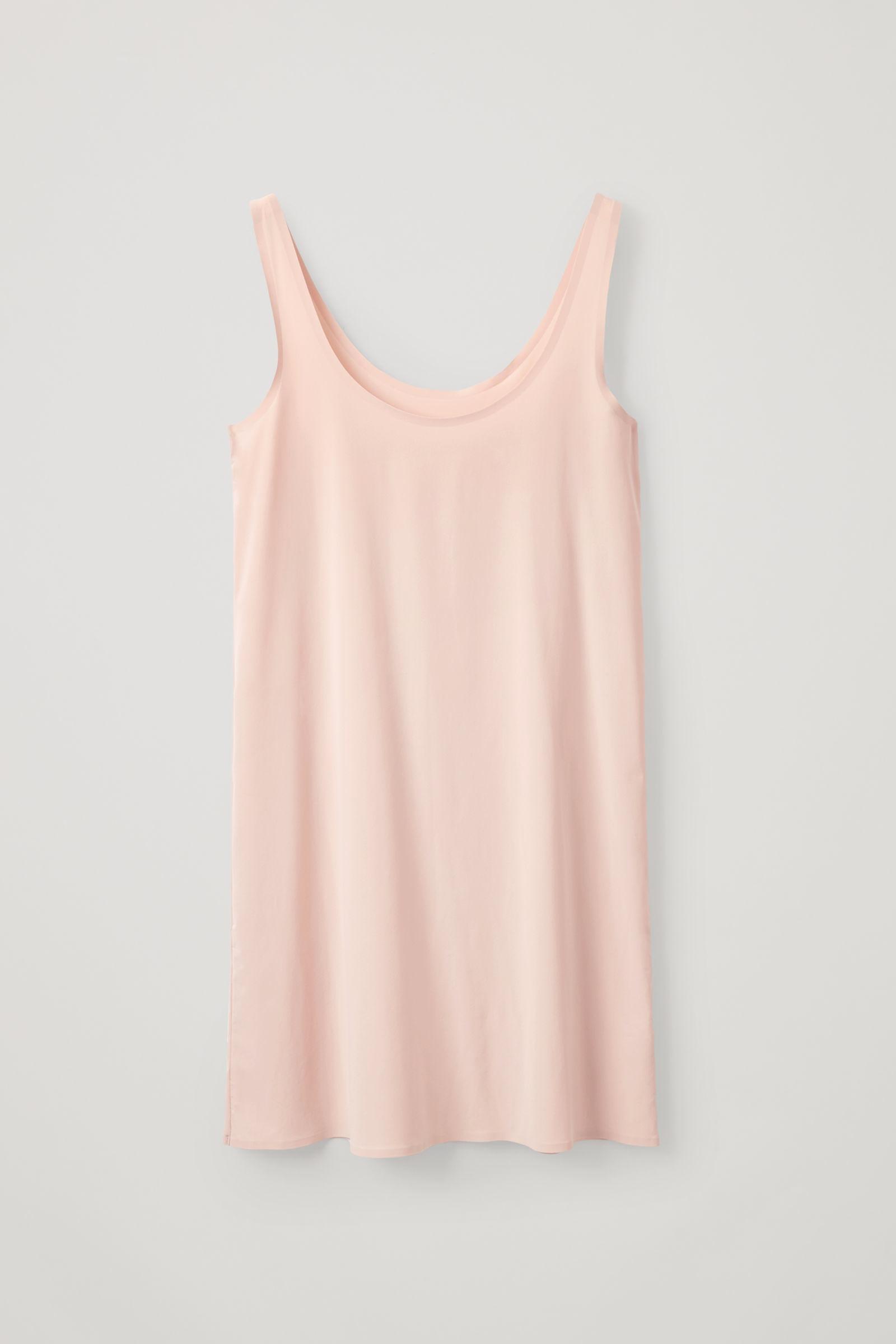 COS 심리스 슬립 드레스 의 베이지컬러 Product입니다.