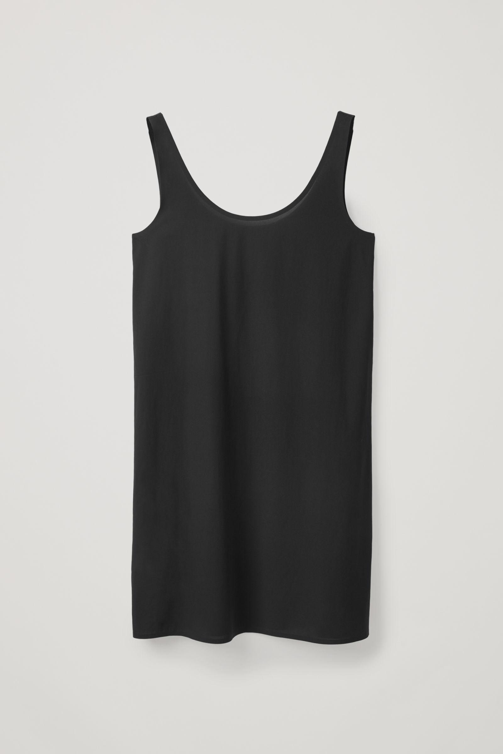 COS 심리스 슬립 드레스 의 블랙컬러 Product입니다.