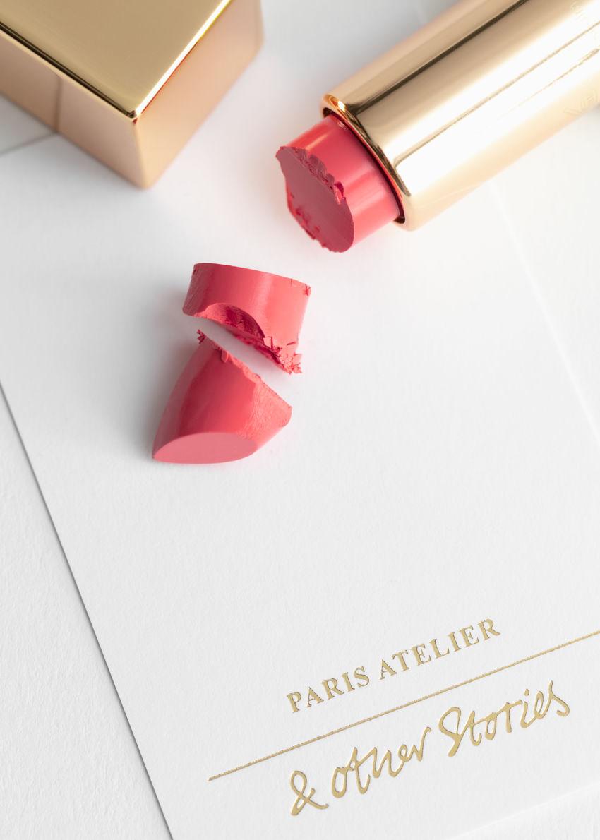 앤아더스토리즈 카페 카카오테 립스틱의 에투왈 드 메르컬러 Product입니다.