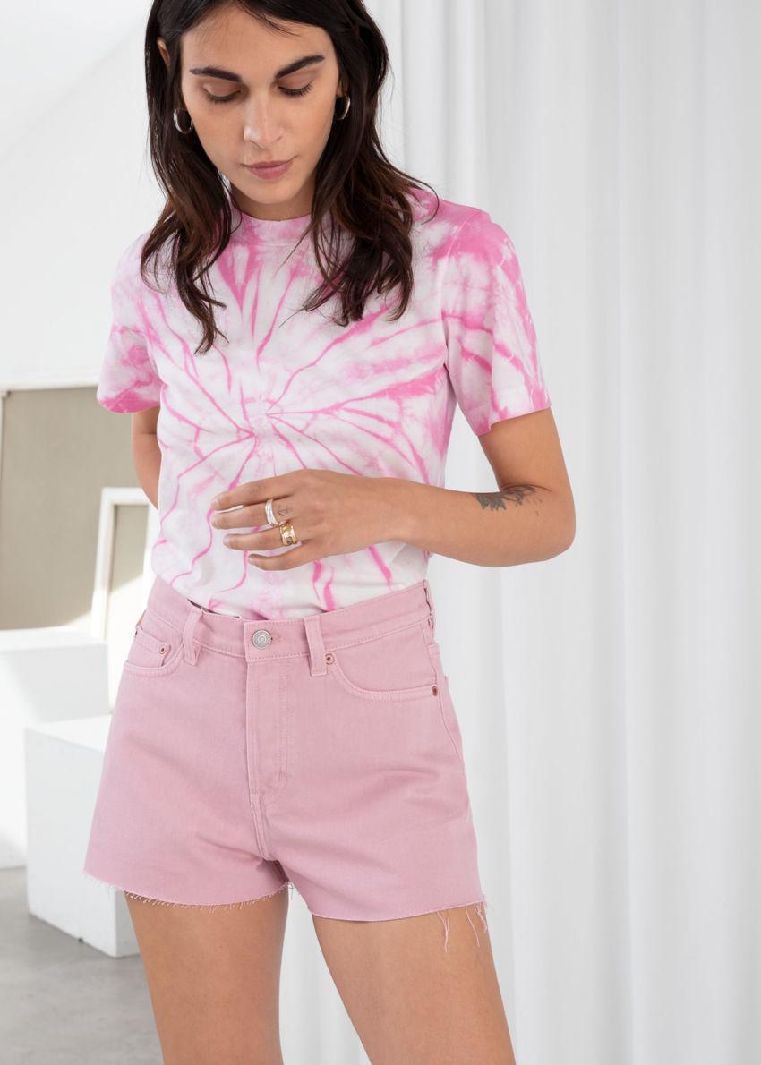 앤아더스토리즈 로 헴 데님 쇼츠의 핑크컬러 ECOMLook입니다.