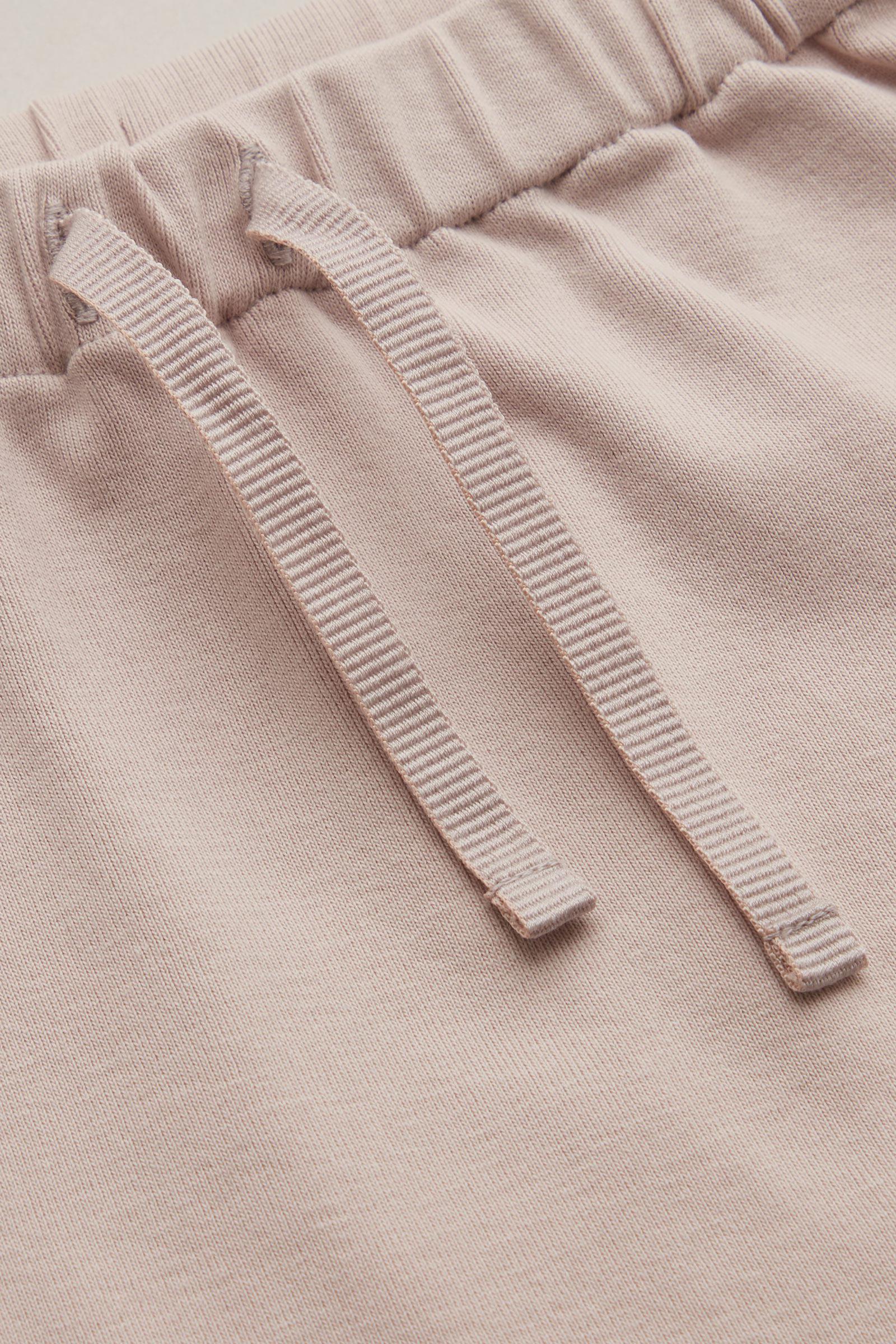 COS 치노 이펙트 트라우저의 더시티 핑크컬러 Detail입니다.