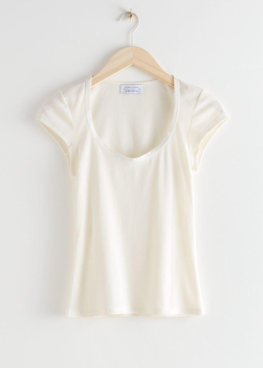 앤아더스토리즈 피티드 스쿠프 넥 티셔츠의 화이트컬러 Product입니다.