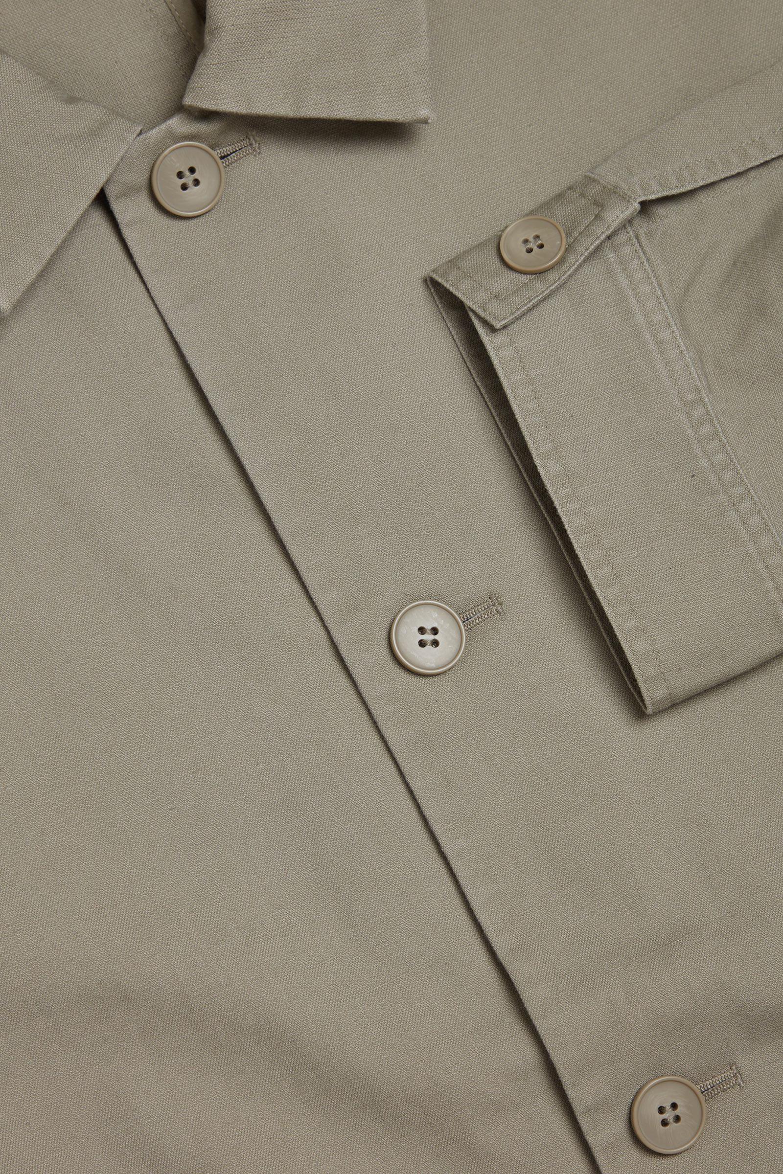 COS 오가닉 코튼 헴프 믹스 오버셔츠의 그린컬러 Detail입니다.