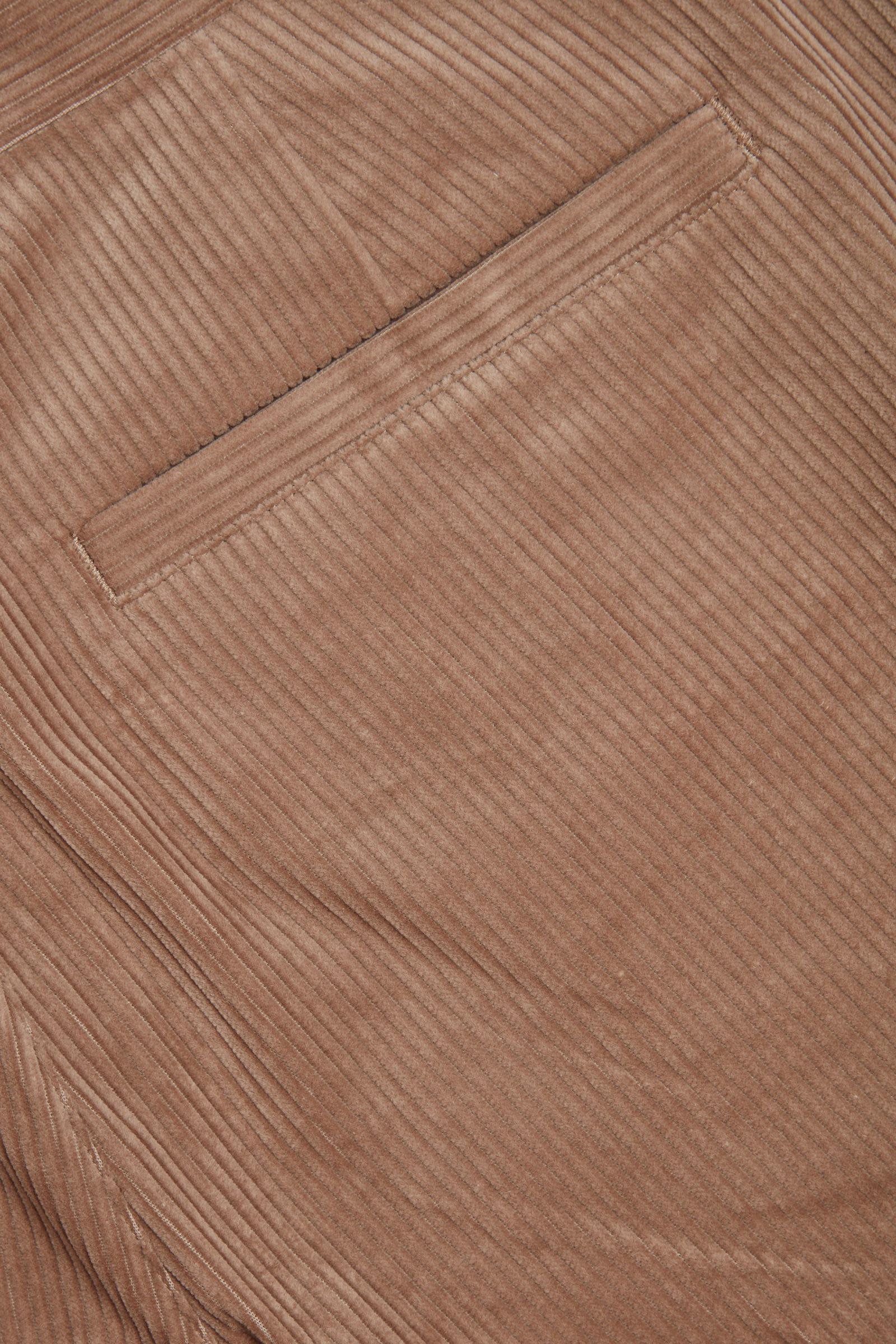 COS 오가닉 코튼 크롭 코듀로이 트라우저의 브라운컬러 Detail입니다.