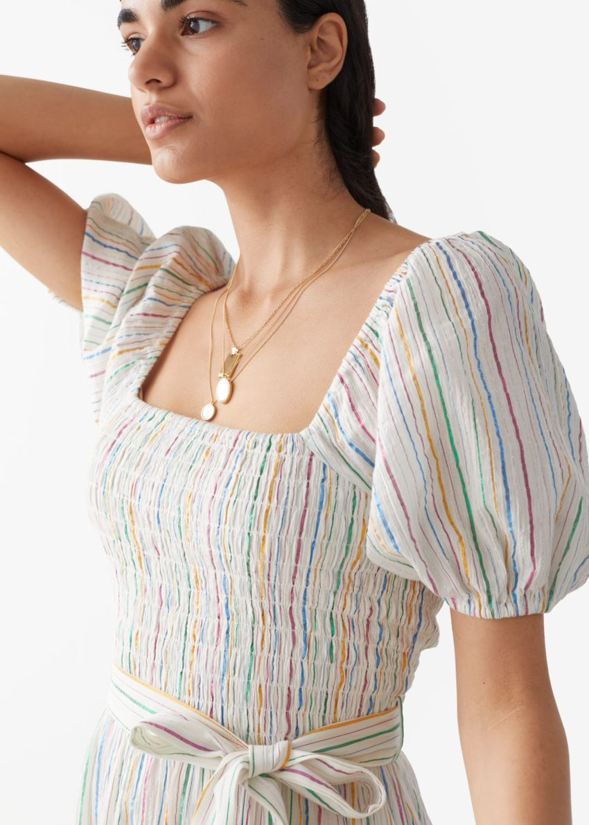 앤아더스토리즈 벨티드 퍼프 슬리브 미디 드레스의 멀티 스트라이프컬러 ECOMLook입니다.