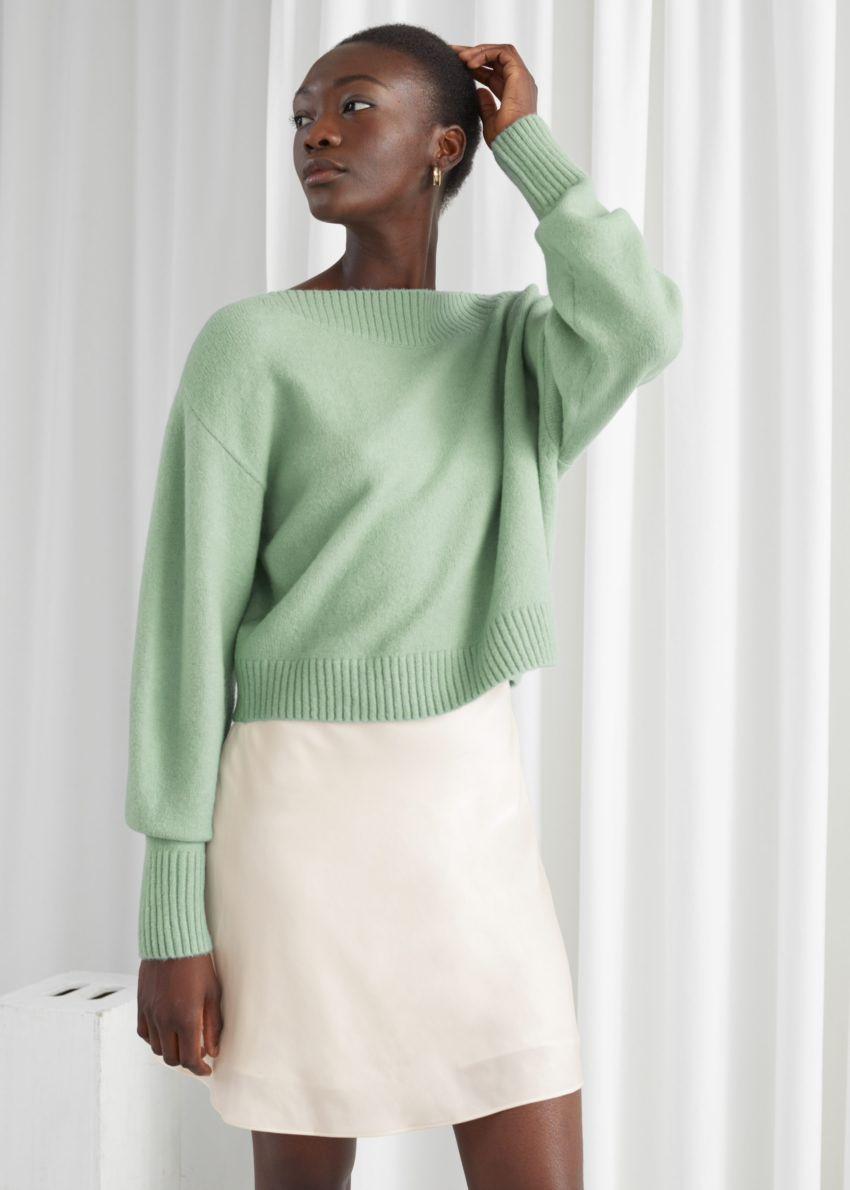 앤아더스토리즈 보트넥 니트 스웨터의 민트 그린컬러 ECOMLook입니다.