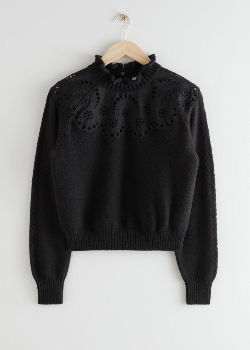 앤아더스토리즈 울 블렌드 스캘럽 스웨터의 블랙컬러 Product입니다.