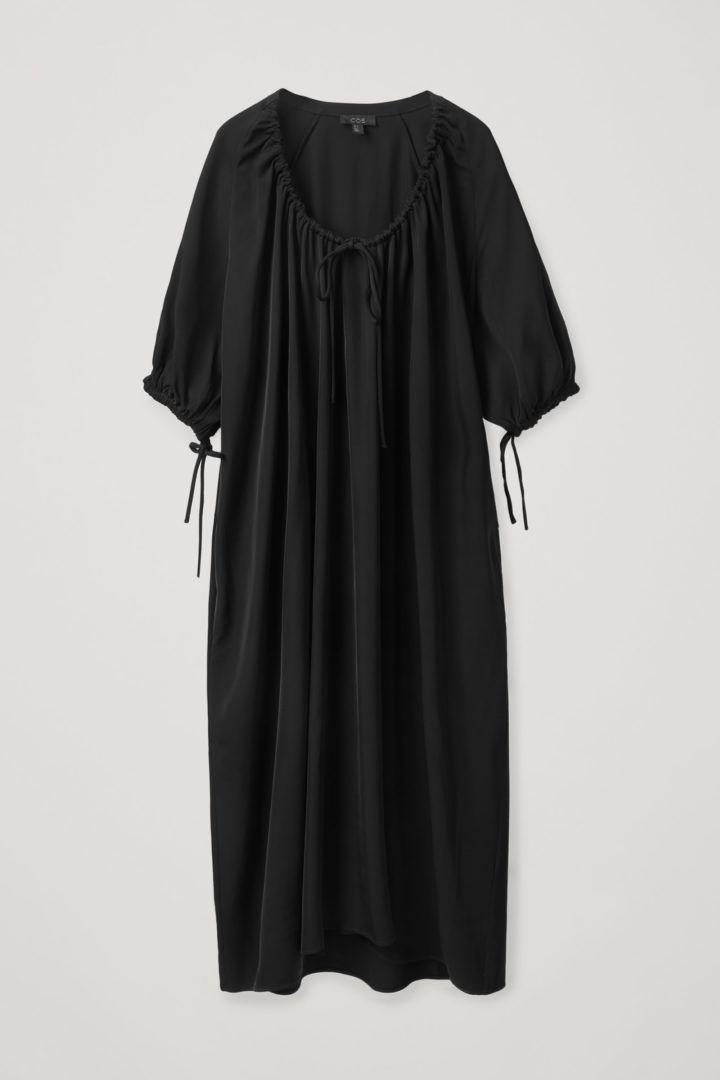 COS default image 2 of 블랙 in 드로우스트링 드레스