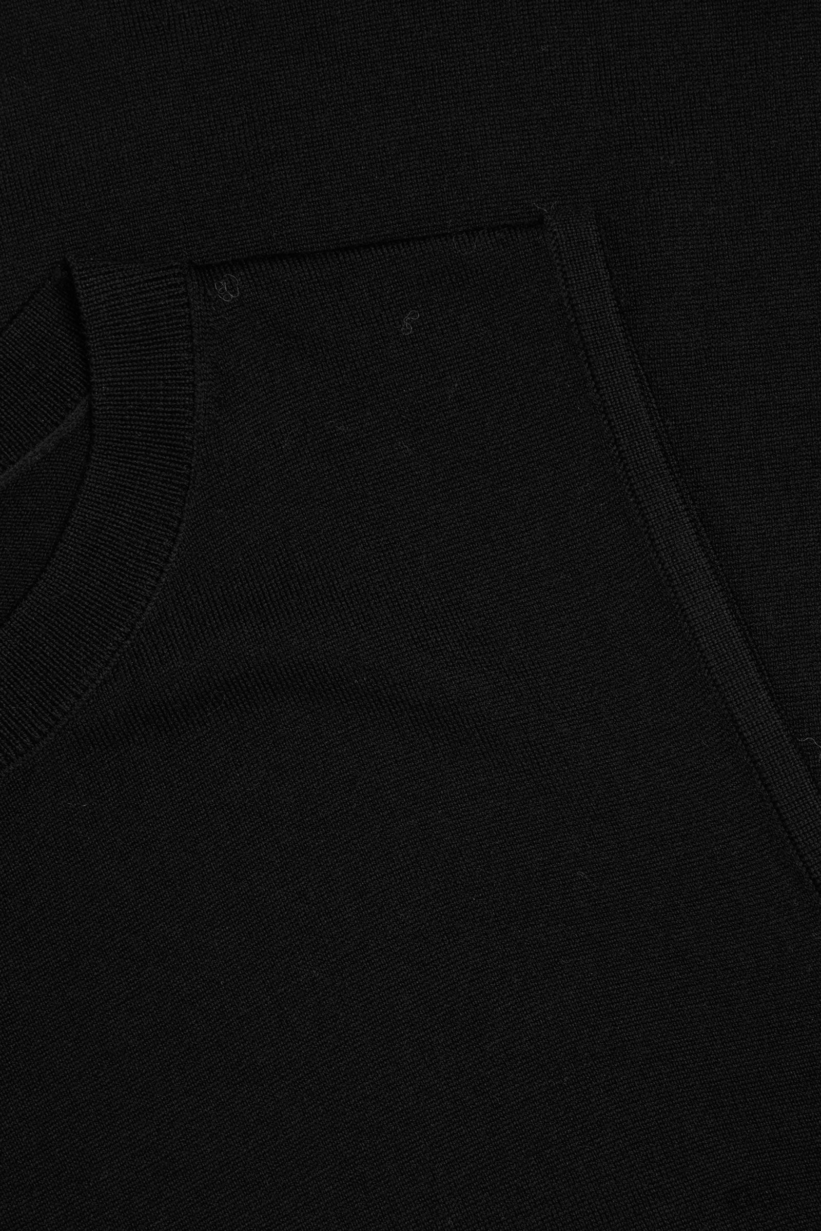 COS 니티드 A라인 메리노 울 드레스의 블랙컬러 Detail입니다.