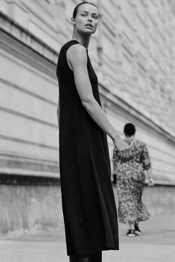 COS 니티드 A라인 메리노 울 드레스의 블랙컬러 Environmental입니다.