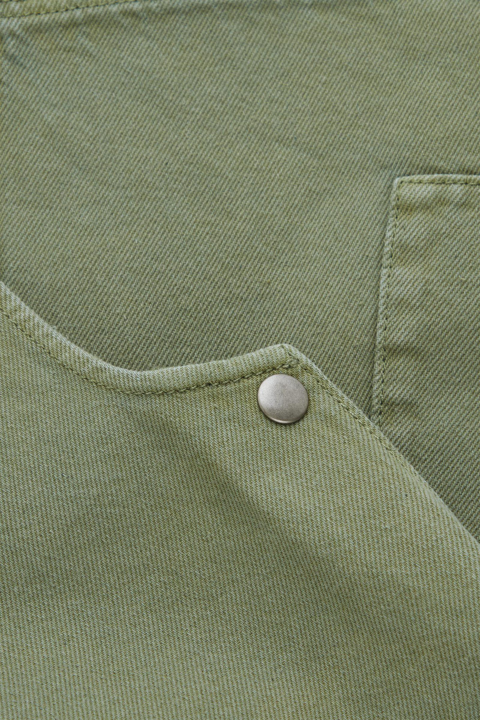 COS 오가닉 코튼 피나포어 드레스의 카키 그린컬러 Detail입니다.