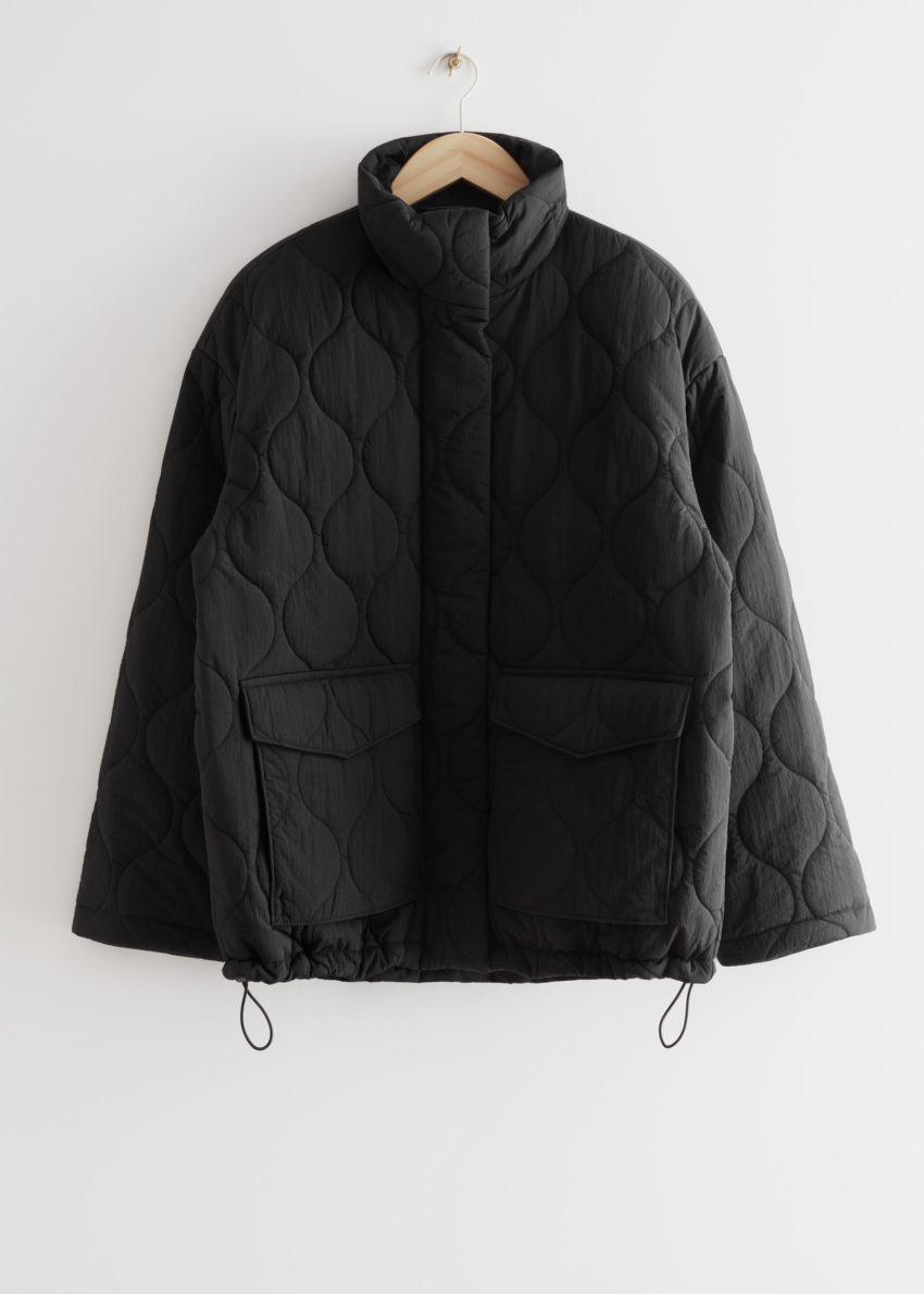 앤아더스토리즈 퀼트 집 재킷의 블랙컬러 Product입니다.