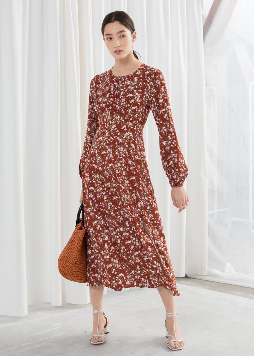 앤아더스토리즈 플로럴 롱 슬리브 미디 드레스의 마이크로 플로럴컬러 ECOMLook입니다.