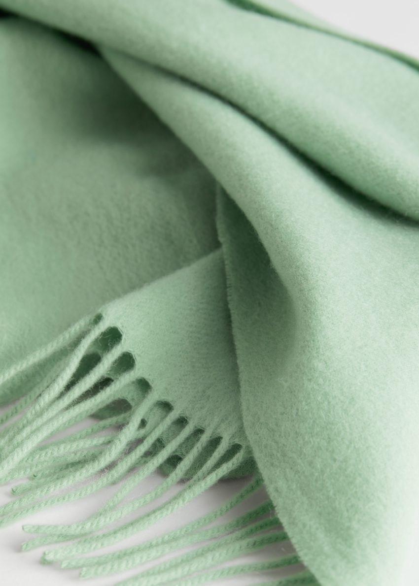 앤아더스토리즈 울 프린지 블랭킷 스카프의 피스타치오 그린컬러 Detail입니다.